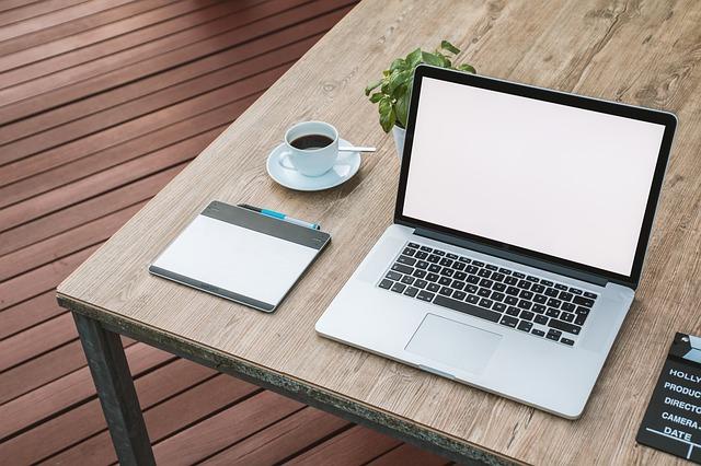 Freelancing Vs. Full-Time Jobs for Creatives